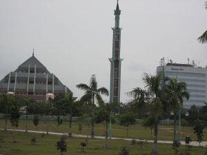 800px-Masjid_Raya%2C_Batam